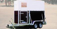Typ PD - Zwei-Pferde-Anhänger - Multiplex mit Planendach und mit Heckklappe