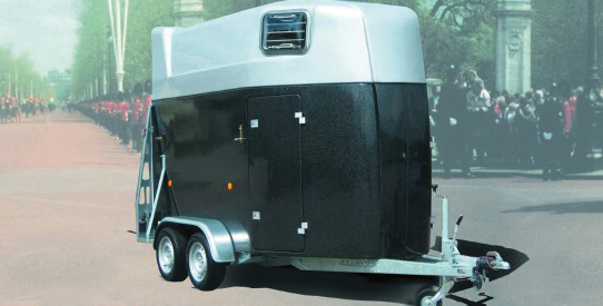 Typ PF - Zwei-Pferde-Anhänger Vollpolyester - Modell Bonanza mit Heckklappe